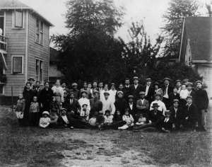 Immigrants are pictured outside the HIAS home at 512 18th Street. Photo courtesy University of Washington Special Collections, UW1152